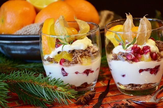Tvaroh s ovocem a oříšky