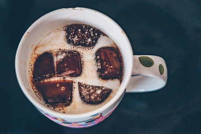 Káva s kokosovým mlékem - ranní vstávání